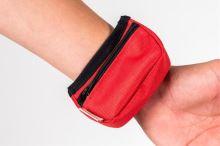 Pamlskovník nylon na zápestí cervený 9 x 6 x 3,5 cm